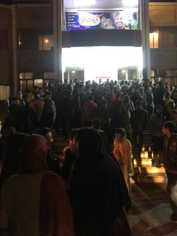 تصاویری از صف و استقبال شدید مردم اهواز، از اکران یک فیلم خارجی