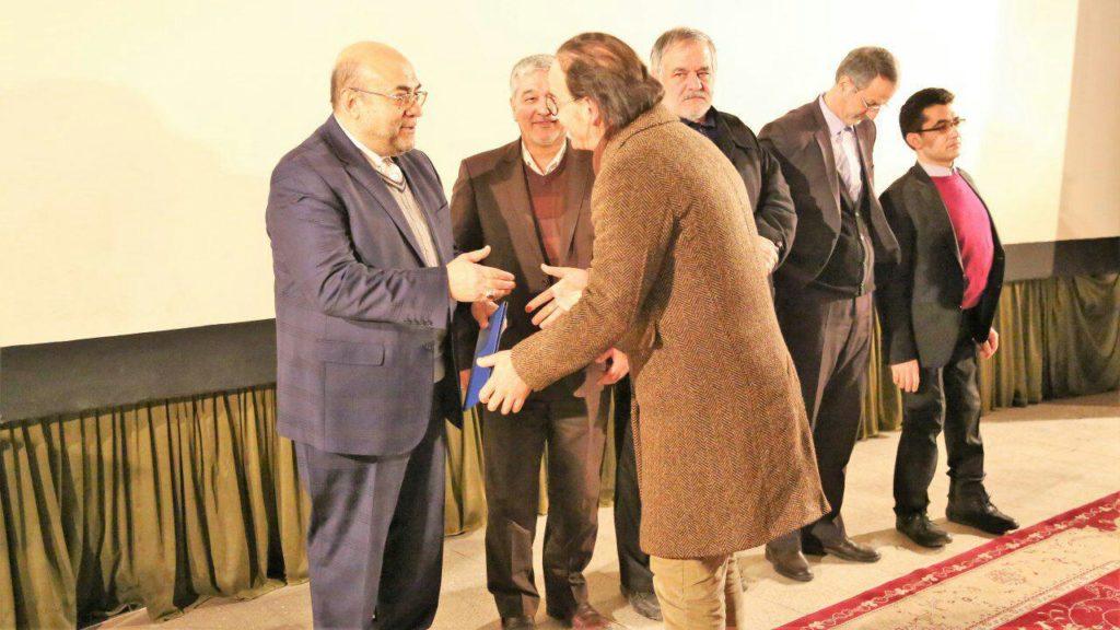 افتتاح سی و ششمین جشنواره فیلم فجر اردبیل - تقدیر از کریم عظیمی