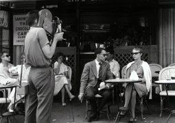 ژان سیبرگ (بازیگر)، ژان لوک گدار (کارگردان فیلم از نفس افتاده) در صحنه فیلمبرداری از نفس افتاده