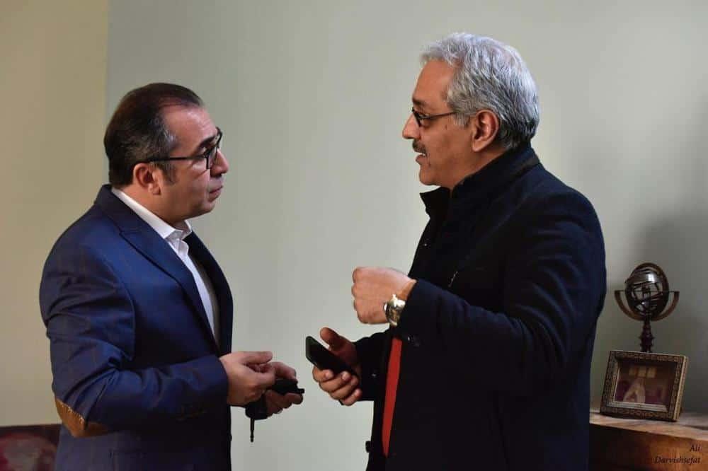 مهران مدیری و سیامک انصاری در نمایی از ساعت 5 عصر