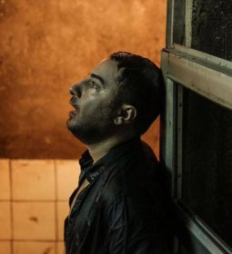نوید محمدزاده در فیلم متری شیش و نیم