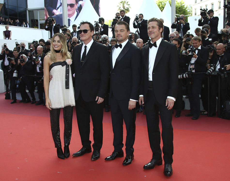 از راست به چپ: Margot Robbie - Quentin Tarantino - Leonardo DiCaprio - Brad Pitt