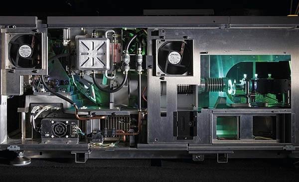 ساختمان داخلی پروژکتور لیزری - شکل دو