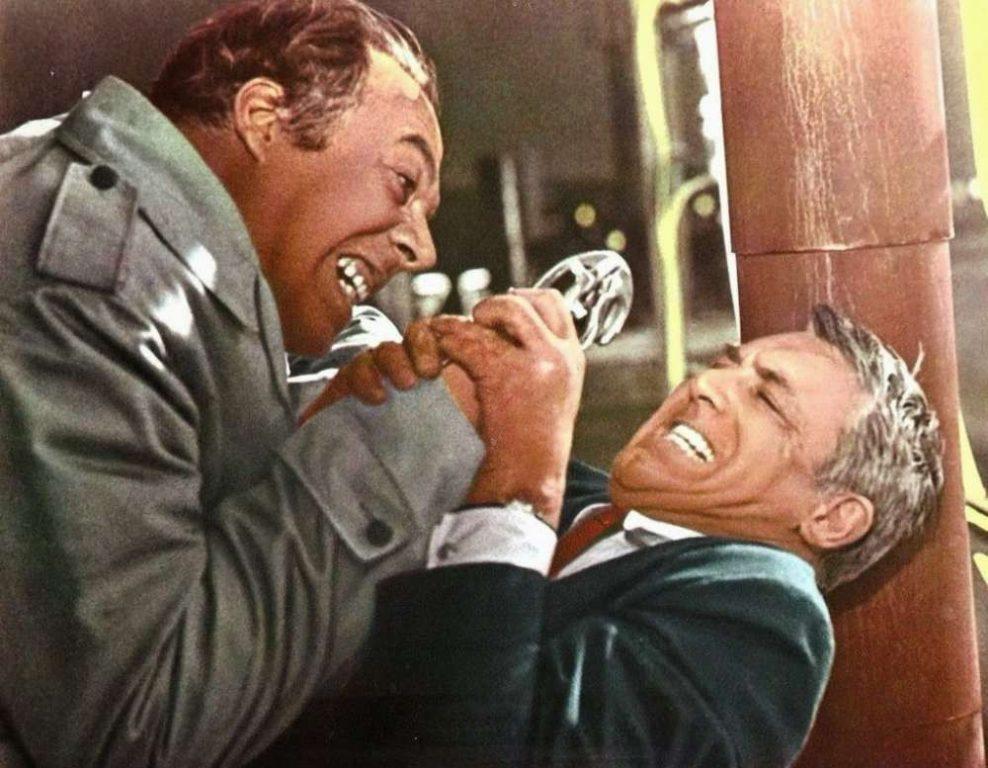 صحنه نزاع پیتر (گرانت) و هرمن (جرج کندی) در پشت بام